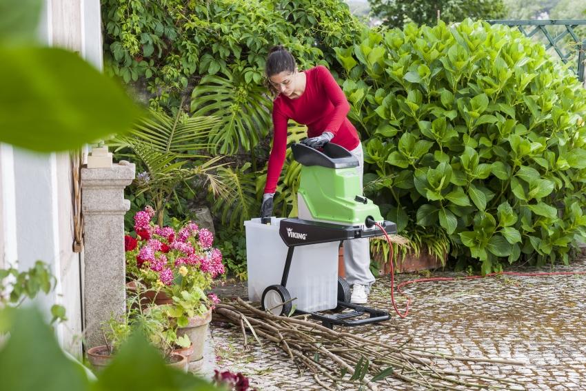 Садовый измельчитель помогает быстро избавиться от веток