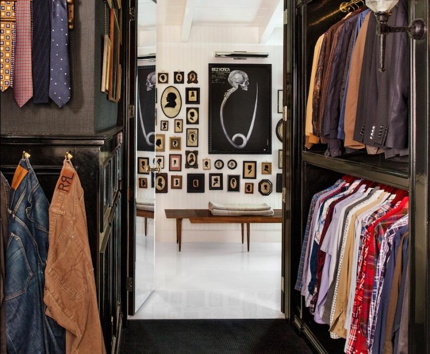 Строгое оформление гардеробной для мужчины