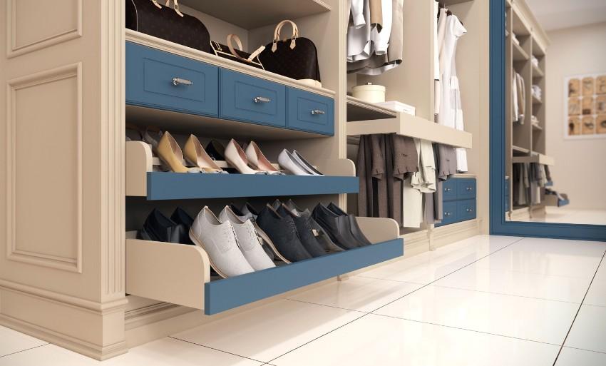 Очень удобными являются выдвижные ящики для обуви