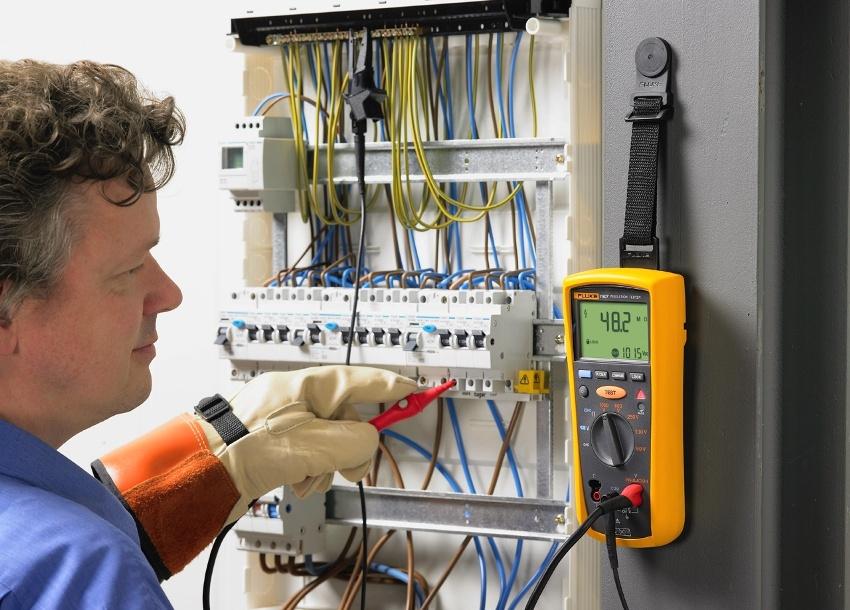 При использовании высокомощного оборудования лучше установить дифавтомат