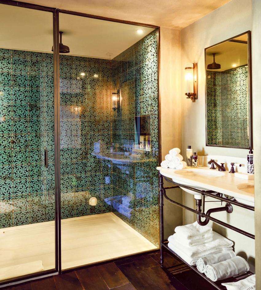 Для того, чтобы интерьер ванной комнаты был гармоничным, оттенки плитки и другой отделки необходимо сочетать в соответствии с цветовой схемой