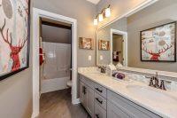 Плитку можно использовать для облицовки не всего помещения ванной комнаты, а только определенных зон