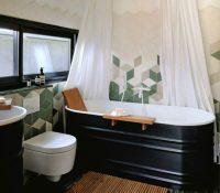 С помощью разноцветной плитки можно создать уникальный рисунок на стенах ванного помещения