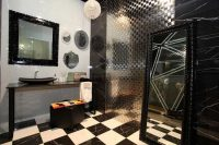 Стеклянная мозаика очень требовательна к сопутствующим материалам, а именно клею и затирке