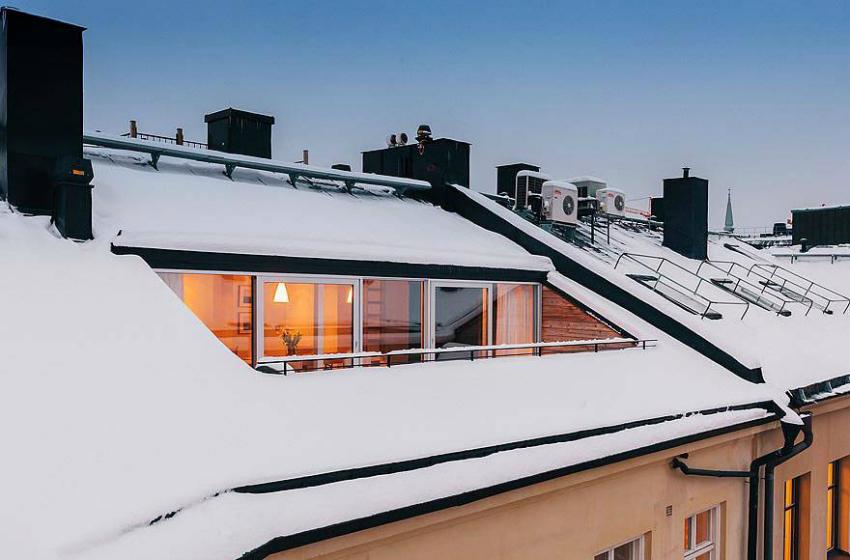 Французское остекление в многоквартирных домах очень популярно среди владельцев квартир на верхних этажах