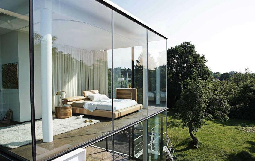 Ультрасовременный дизайн дома с полным остеклением стен требует больших затрат на отопление