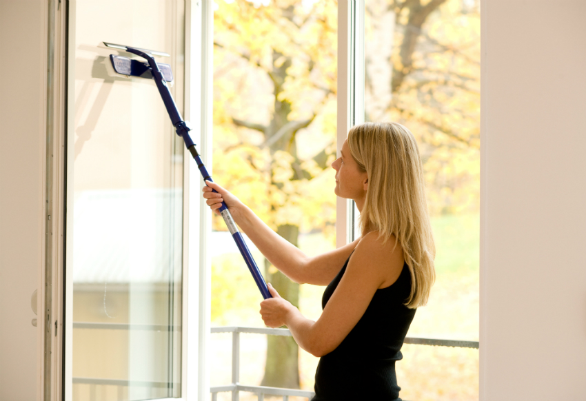 Для разных типов стекол необходимо выбирать специальные средства очистки