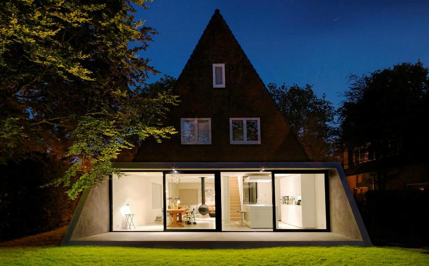 Французские окна с точечной подсветкой придут шарм небольшому частному дому