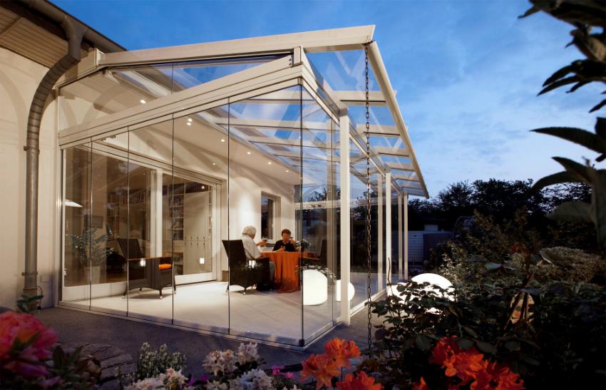 Светлая, просторная веранда может стать главным местом для проведения досуга дома