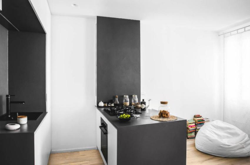 Интересная кухня в стиле минимализм в малогабаритной квартире
