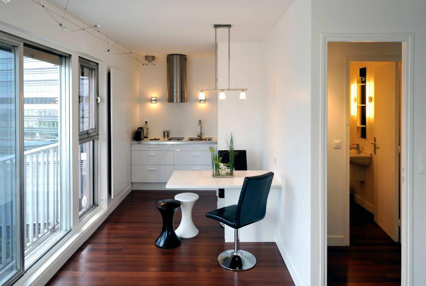 При правильном выборе линолеума, который объединит пространство квартиры и подчеркнёт интерьер, пол может выглядеть дорого