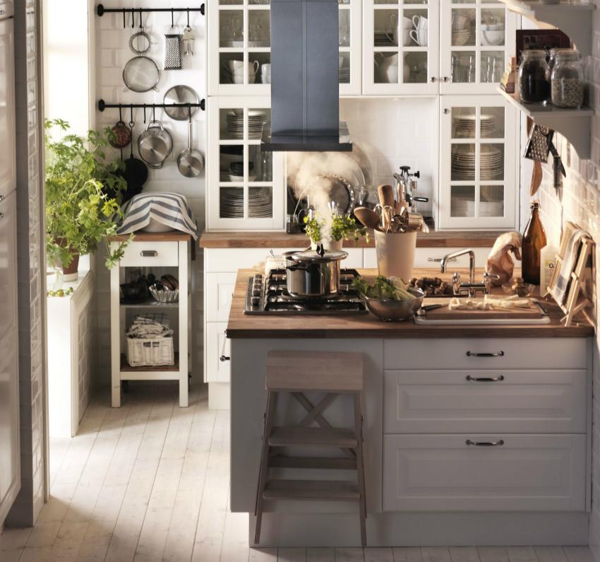 Пример стильного оформления малогабаритной кухни