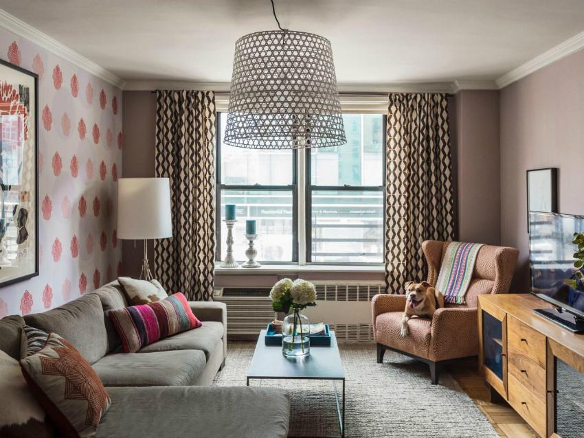 Гостиная — это главное место в доме, поэтому интерьер в этой комнате в первую очередь должен быть уютным