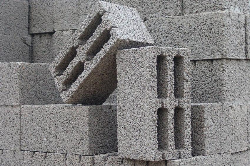 Керамзитобетонный блок имеет размеры 390х90х188 мм