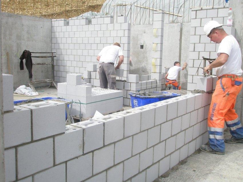 Возведение жилого здания из бетонных блоков