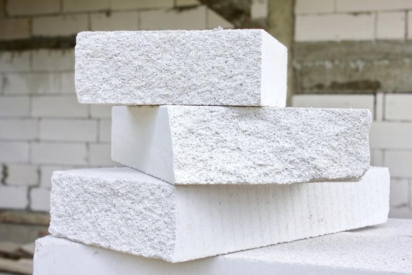 Предварительный расчет нужного количества блоков позволит избежать лишних растрат и больших остатков материала