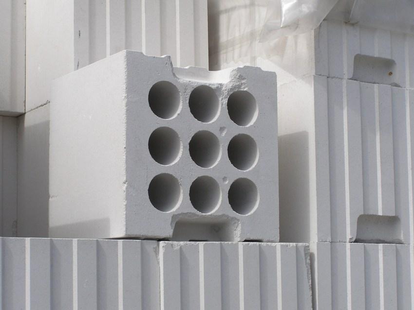 Блоки для строительства необходимо приобретать с небольшим запасом