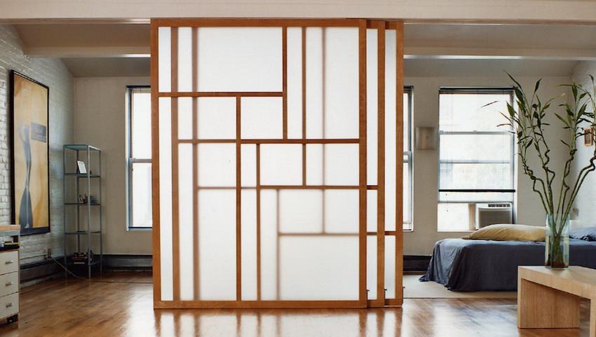 Прозрачные перегородки помогают зонировать помещение