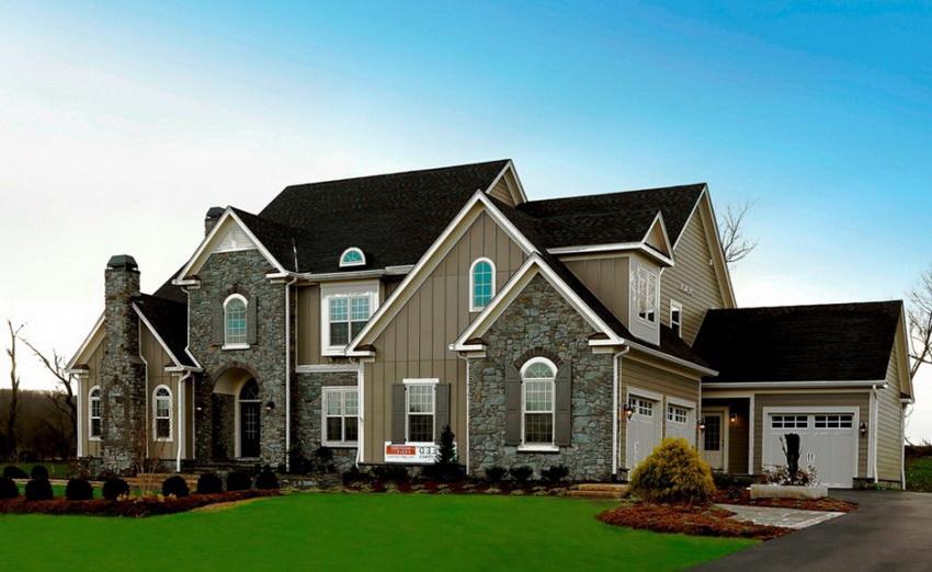 Дом, построенный на пригорке, обладает лучшими эксплуатационными характеристиками