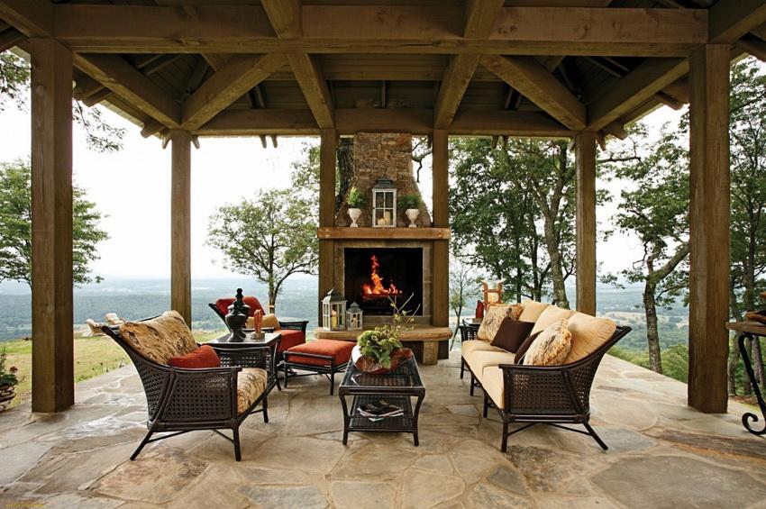Настоящий дровяной камин — непременный атрибут загородного дома