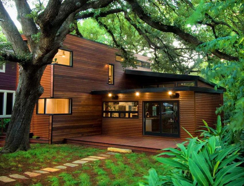 Дом может быть дополнен массивным крыльцом, открытой верандой или террасой