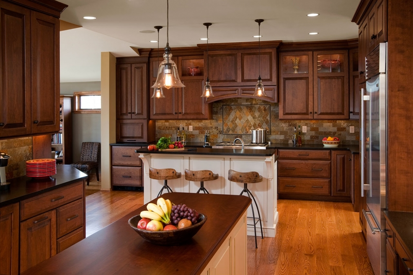 In large rooms, the kitchen-classic looks very graceful, because you can use high chandeliers, massive carved elements and stucco molding