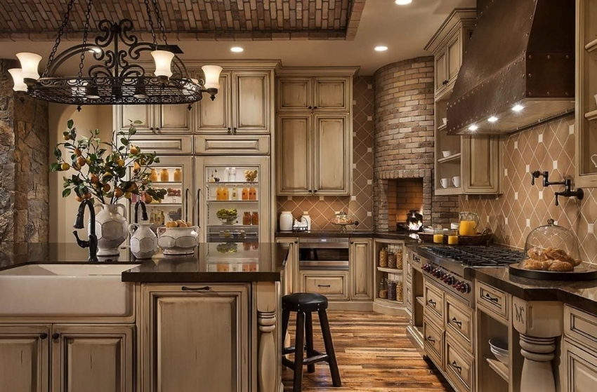 Forged details in the decor of the kitchen can not be better underlined the nobility of the classical style