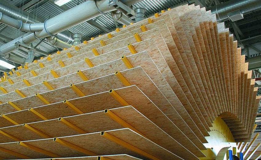 Для охлаждения древесно-стружечных плит используют веерные охладители, представляющие собой установку с вращающимся барабаном