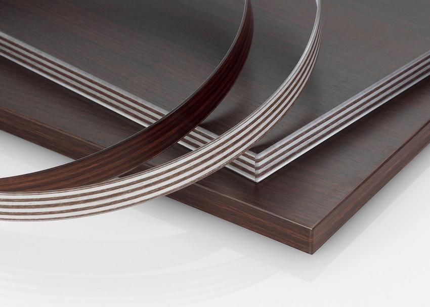 Для облагораживания изделия специальная кромка наклеивается на видимые торцы панелей ЛДСП