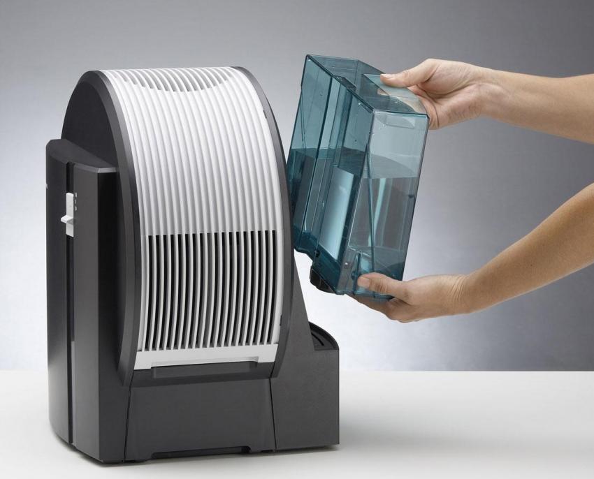 Для поддержания должного уровня работы устройства необходимо периодически чистить фильтры и менять воду