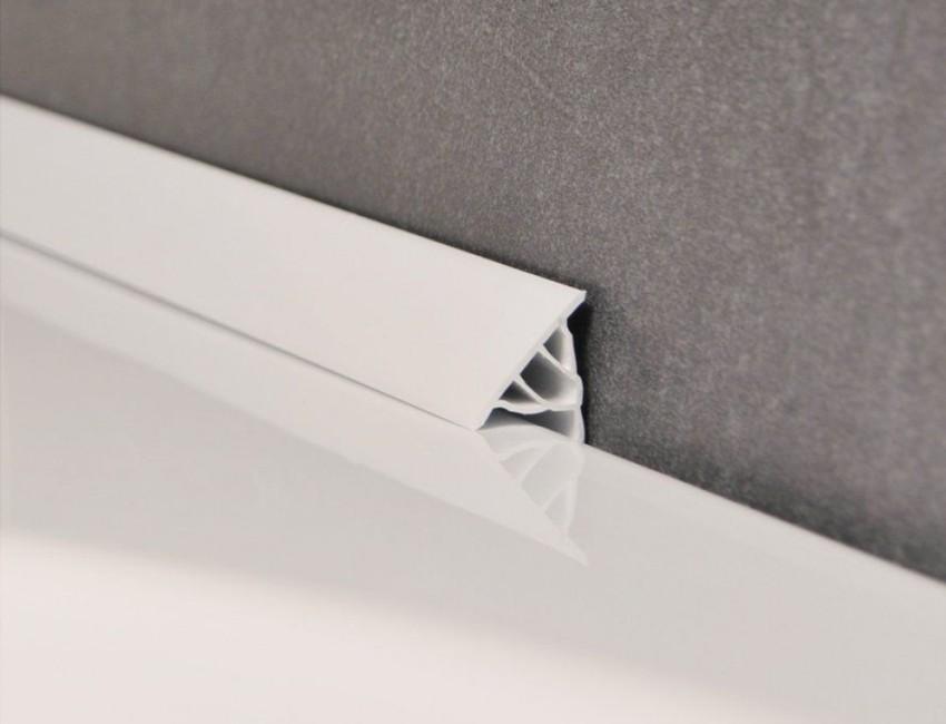 Акриловый плинтус идеально подойдет для защиты от попадания влаги под акриловую ванну