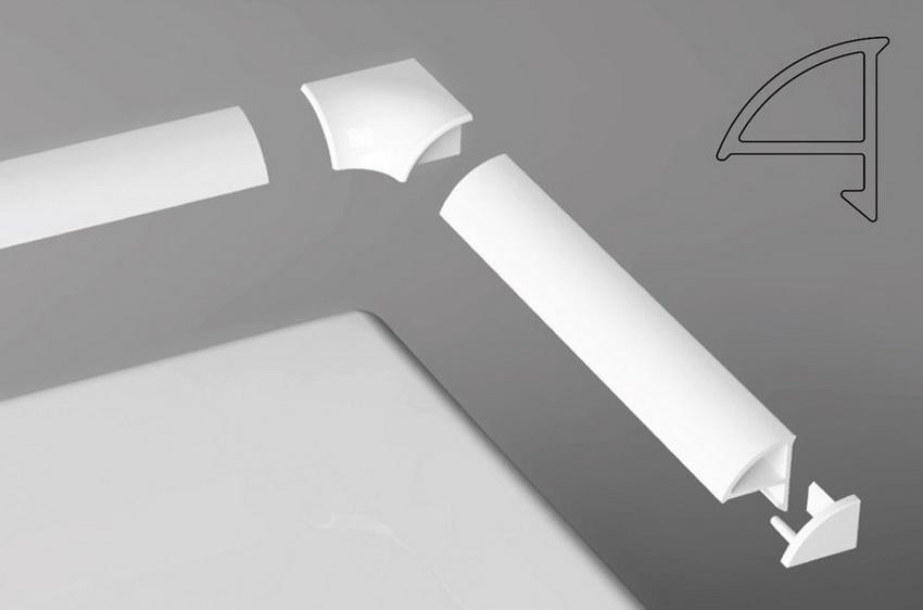 Плинтус и соединительная фурнитура подходят друг к другу с большой точностью, образуя качественный и красивый стык