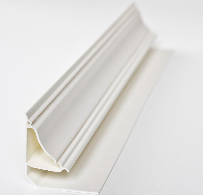 Для получения эстетичного внешнего вида, края подрезаются под углом 45 градусов
