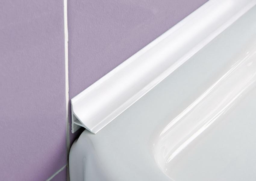 Бордюр для ванны защищает от попадания воды и предотвращает развитие грибка и плесени