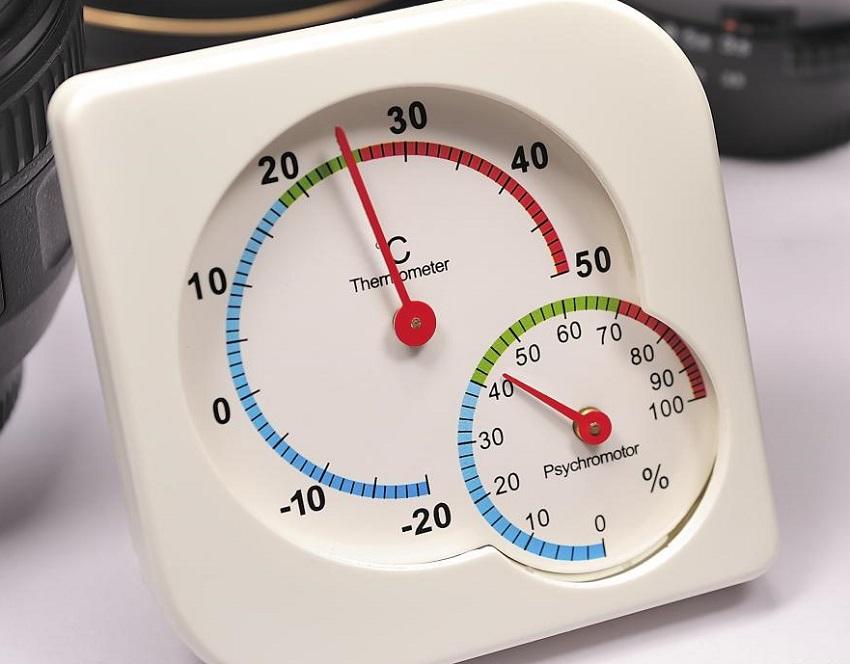 Прибор для измерения влажности воздуха помогает контролировать оптимальный микроклимат в доме