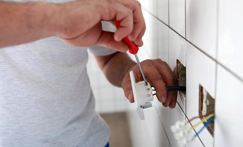 Перед полной заменой электропроводки следует продумать расположение и количество розеток