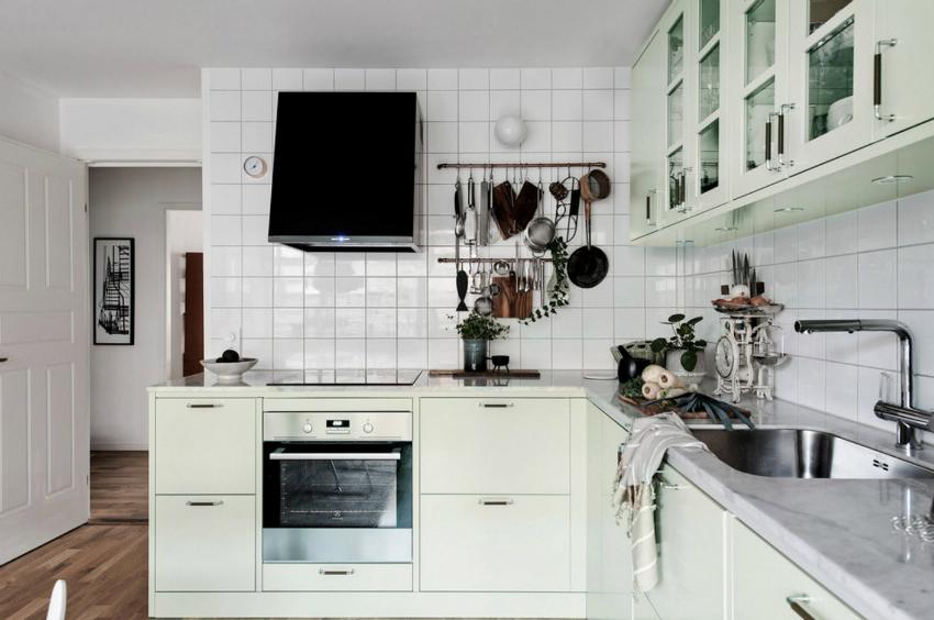 Пример правильного расположения варочной поверхности и мойки на кухне