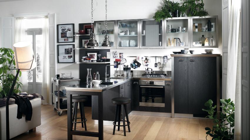 При совмещении кухни и гостиной, необходимо позаботиться о более мощной вытяжке