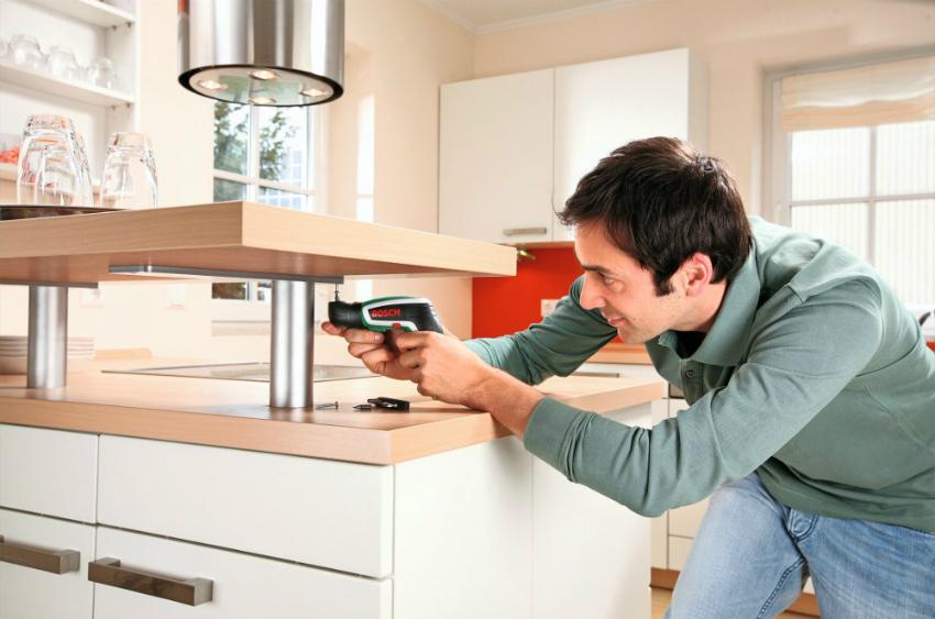 После окончания косметического этапа ремонта кухни можно приступать к монтажу мебели и подключению техники