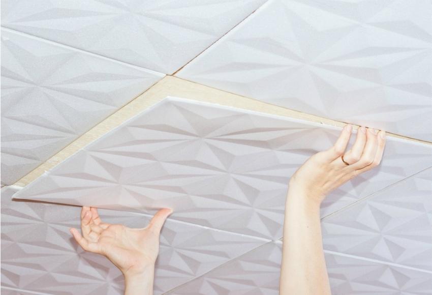 Плитка из пенополистирола — отличный теплоизолирующий материал, который часто используется для отделки потолка