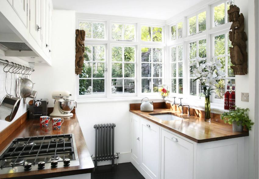 Перед установкой панорамных угловых окон на кухне необходимо проконсультироваться со специалистом