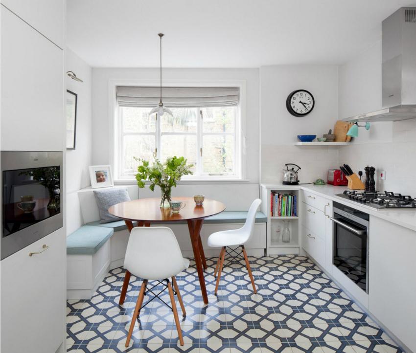 Использование плитки с повторяющимся геометрическим рисунком предполагает идеально ровные поверхности помещения