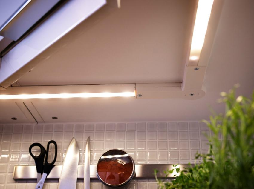 Подсветка рабочей поверхности кухни с помощью специальных LED ламп