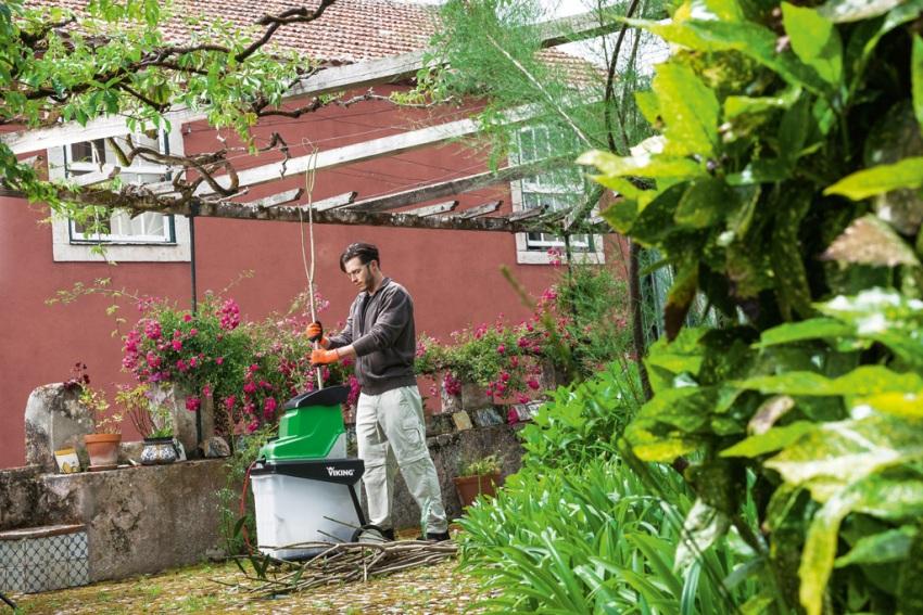 Шредер для травы и веток поможет справиться с растительным мусором на участке