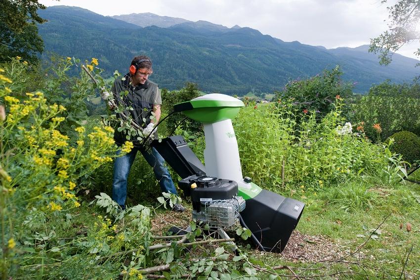 Шредер с высокой производительностью способен перемалывать ветки диаметром до 100 мм