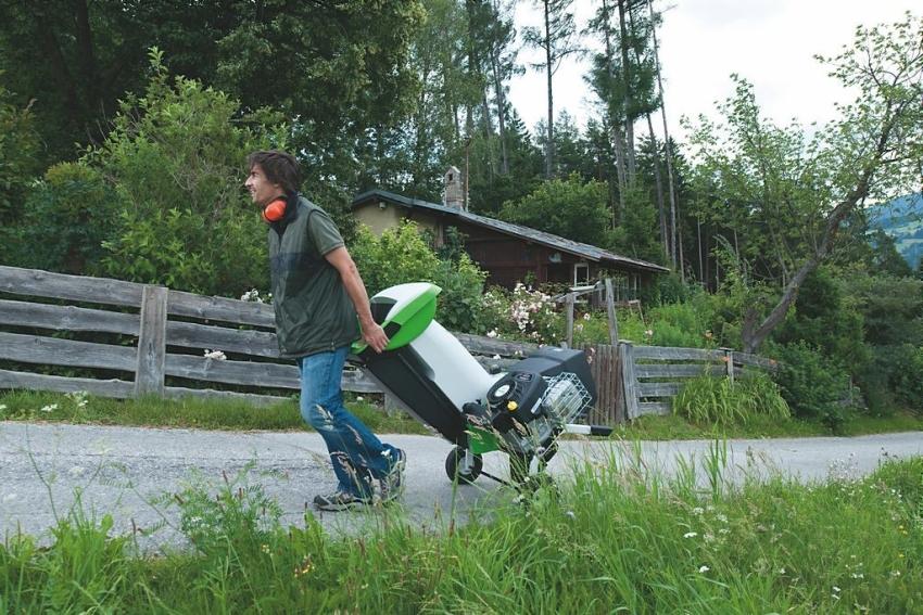 Для легкого перемещения измельчители могут оборудоваться колесами
