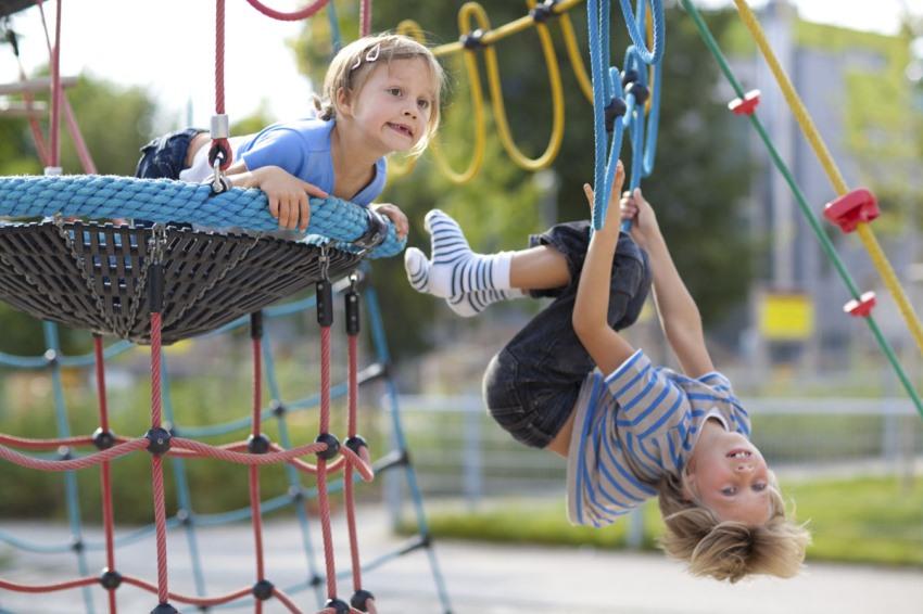 Детский спортивный уголок на улице - гарантия активного времяпровождения ребенка
