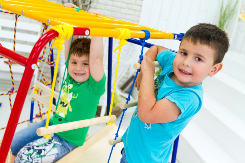 Детский спортивный уголок может стать интересным акцентом комнаты
