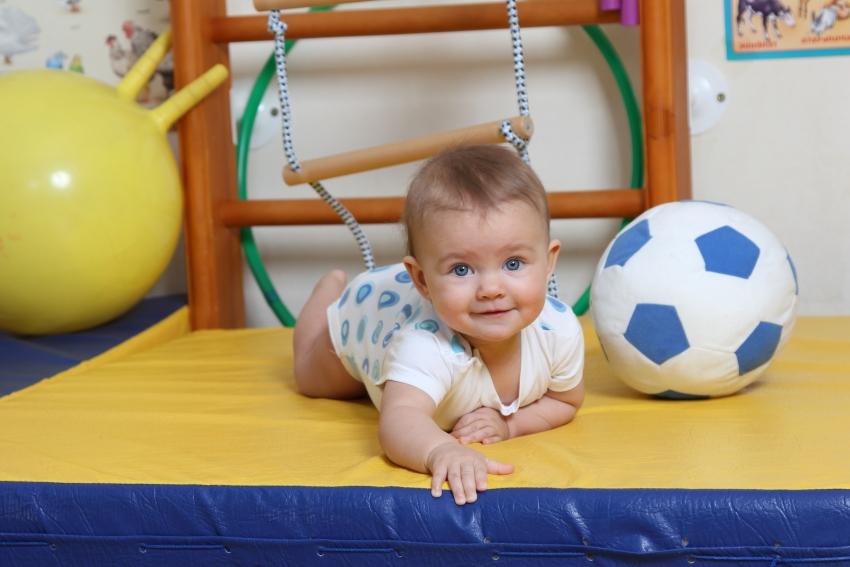 Спортивный уголок позволит малышу физически развиваться с раннего возраста