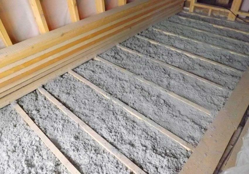 Утепление деревянного пола эковатой